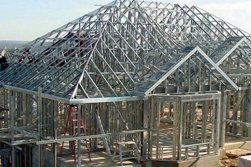 На фото изображен «металлический» дом