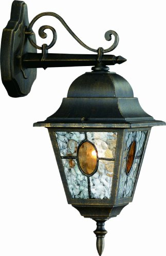 На фото настенный вариант уличного электрического светильника