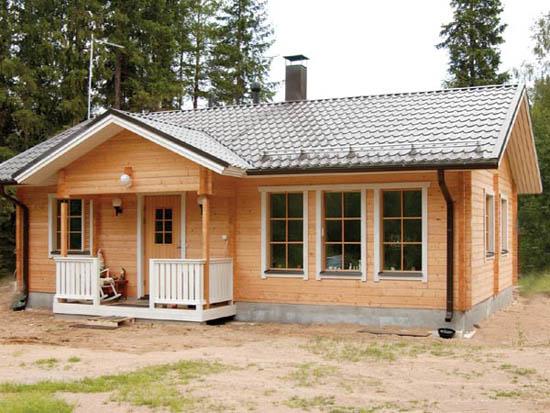 На фото пример достаточно вместительного строения на несколько комнат и хозпомещений.