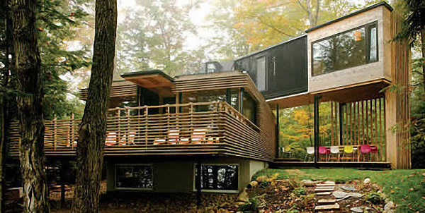 Некоторые подобные строения создаются довольно габаритными и имеют несколько этажей