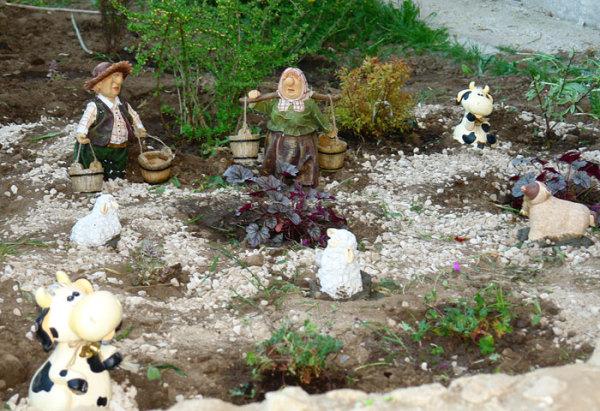 oformlenie-uchastka-600x411 Поделки из гипса своими руками: для детей и для сада