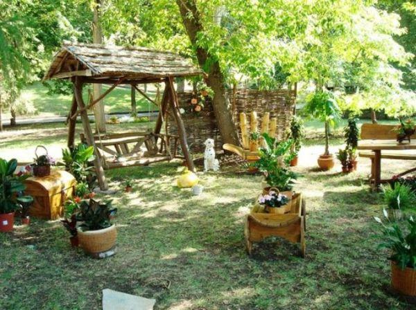 Оформление в деревенском стиле дачного дворика
