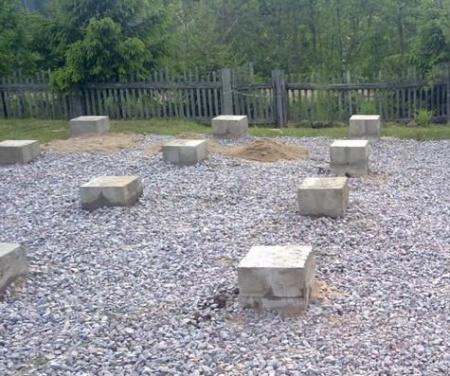 Опорные столбы из шлакоблоков