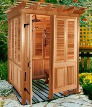 Оригинальный вариант изготовления душевой кабины на дачном участке с использование древесины