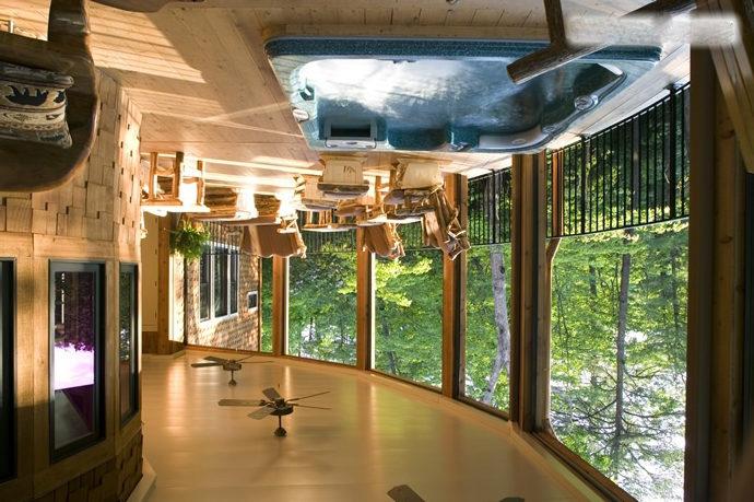Открытая веранда с бассейном под навесом