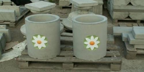 Пластиковые ведра станут отличной формой для изготовления ваз или постаментов под фигуры