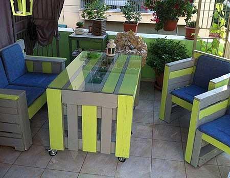 Поделки для дачи из поддонов – стулья и столик