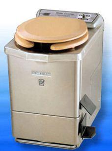Портативный туалет для дачи оборудованный камерой сжигания отходов