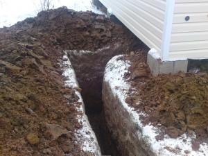 При утеплении электрическим кабелем водопровод не нужно сильно заглублять