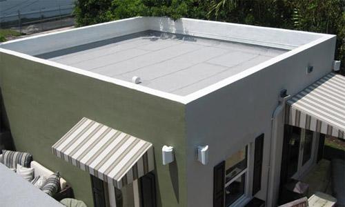 Пример того, как может выглядеть дачный домик с плоской крышей