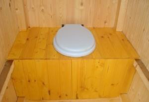 Простое сиденье для дачного туалета