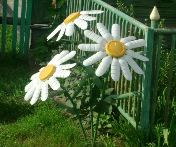 Садовые фигурки своими руками из пластиковых бутылок – легкий способ украсить сад или двор.