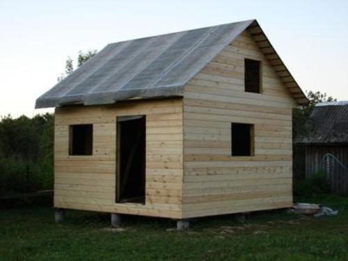 Садовый каркасно-щитовой домик с двухскатной крышей