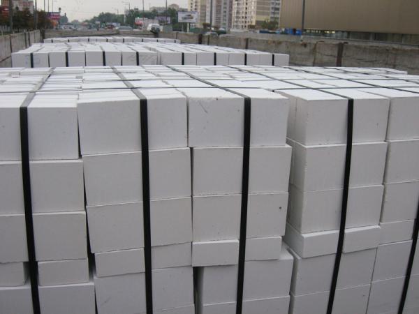 Штабели строительного силикатного кирпича