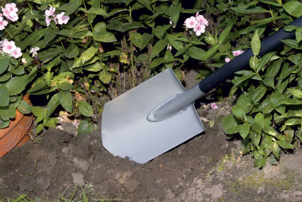 Штыковая лопата с округлым лезвием для работы в огороде и в саду