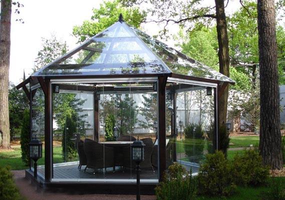 Стильная конструкция из стекла и металла