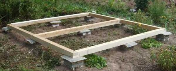 Свайное основание для садовой постройки