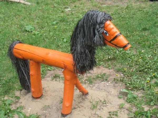 Такая лошадка станет любимым местом игр для вашего ребенка