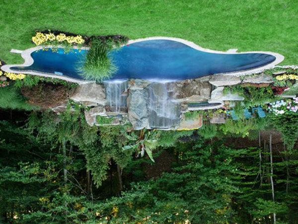 Такой водоем превратит ваш сад в райский уголок.