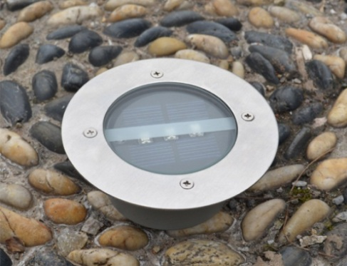 Точечные светильники устанавливаются прямо на дорожки