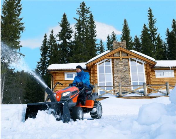 Уборка снега на загородном участке