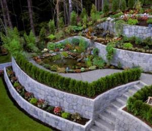 Укрепление склонов на дачном участке с помощью камней и бетона