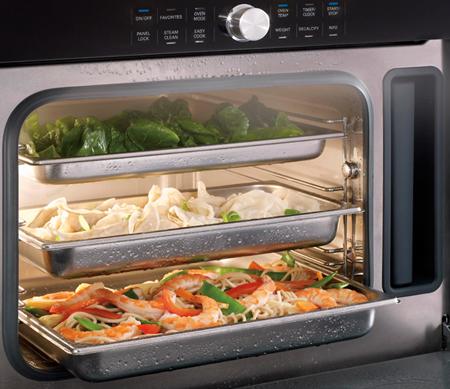 «Умная» конвекция позволяет готовить разные блюда одновременно без впитывания посторонних запахов