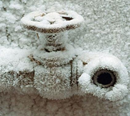 Утепление водопровода на даче защитит его от повреждений