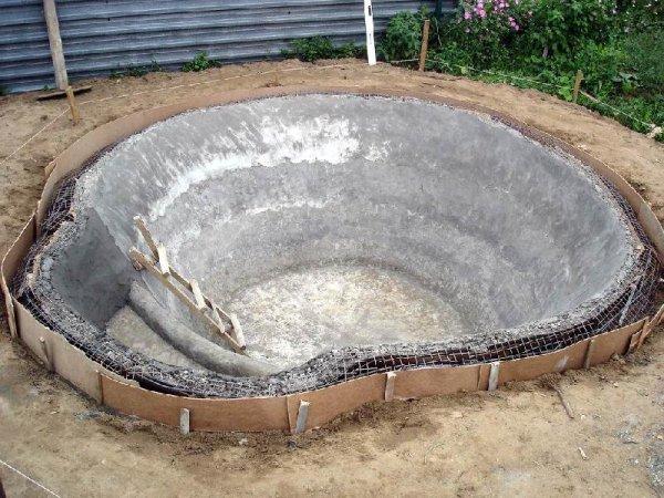 В этом примере для армирования стенок использовалась сетка
