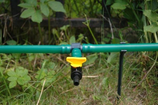 В качестве сбросника может использоваться кран для полива.