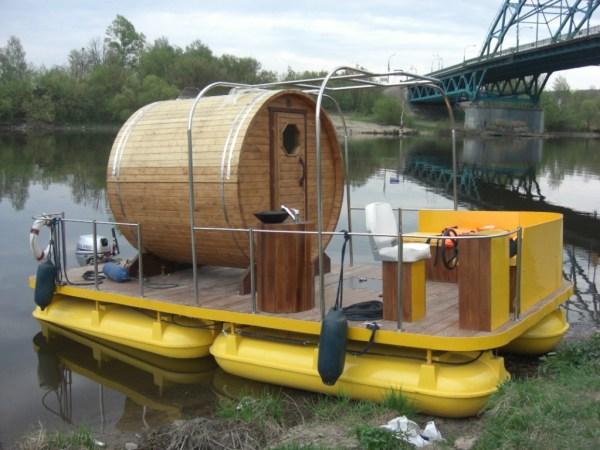 В России наиболее популярны плавучие бани (изображена на фото)