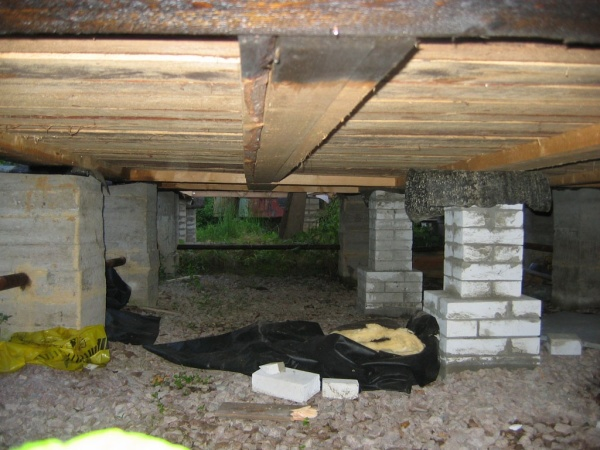 Важно помнить, что планировка помещений напрямую связанна с изготовление будущего основания для строения, особенно если планируется установка печи или лестничных маршей