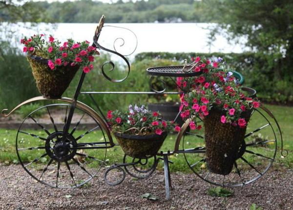 Велосипед, украшенный цветами