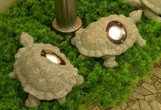Вот такие оригинальные светильники могут подсвечивать беседку или любой другой объект