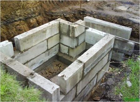 Возведение стен из бетонных блоков
