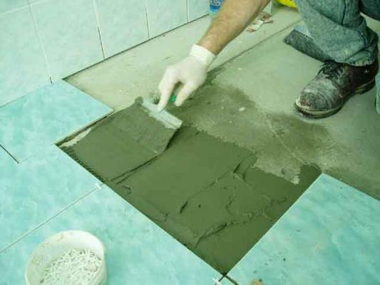 Выполняем облицовку поверхностей плиткой.