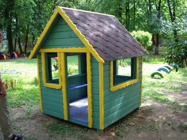 Яркие готовые детские домики для дачи из пластика