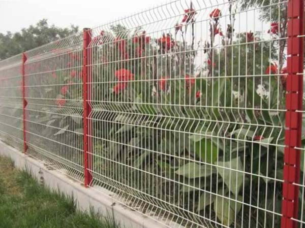 Забор на ленточно-столбчатом фундаменте.