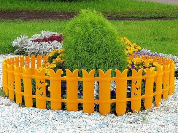 Защитное ограждение для садовых растений.