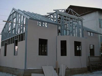Желательно подготовить ленточный фундамент под строение с двумя этажами и выше